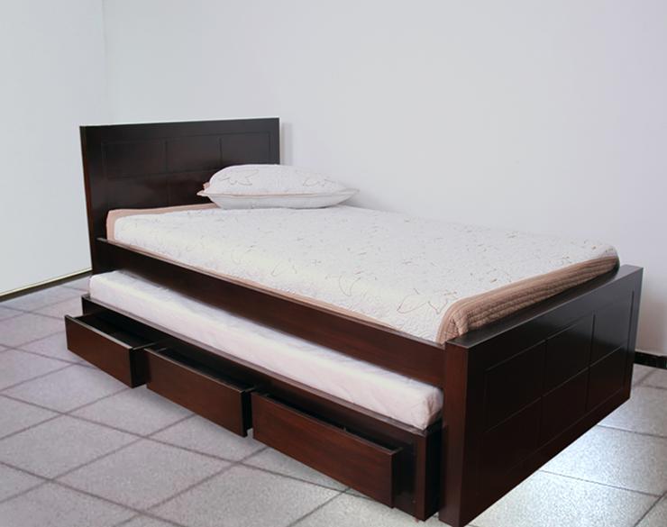 Casa verde for Bases de cama hechas con tarimas